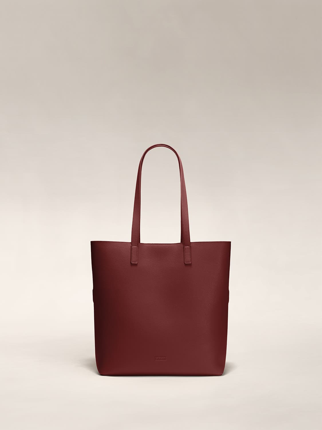 A ruby red tote shoulder bag in leather.