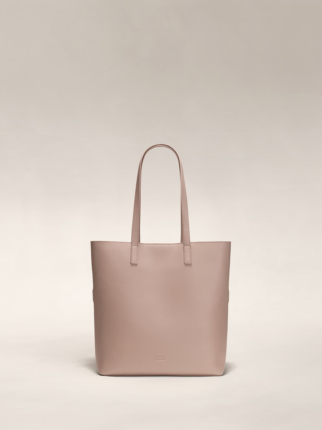 A rose pink tote shoulder bag in leather.