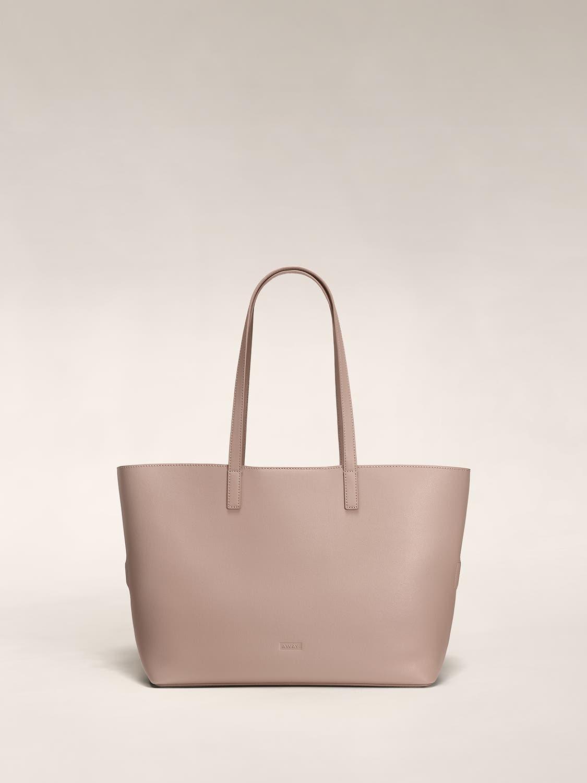 A rose pink tote shoulder bag in leather.