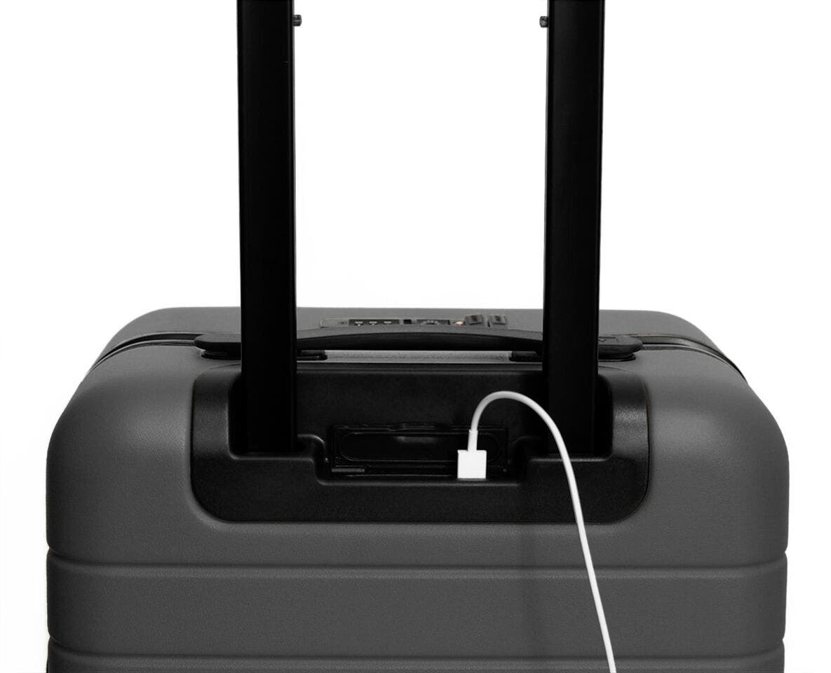 Video showing a finger pressing the battery to eject it from The Carry-On with Pocket in Asphalt