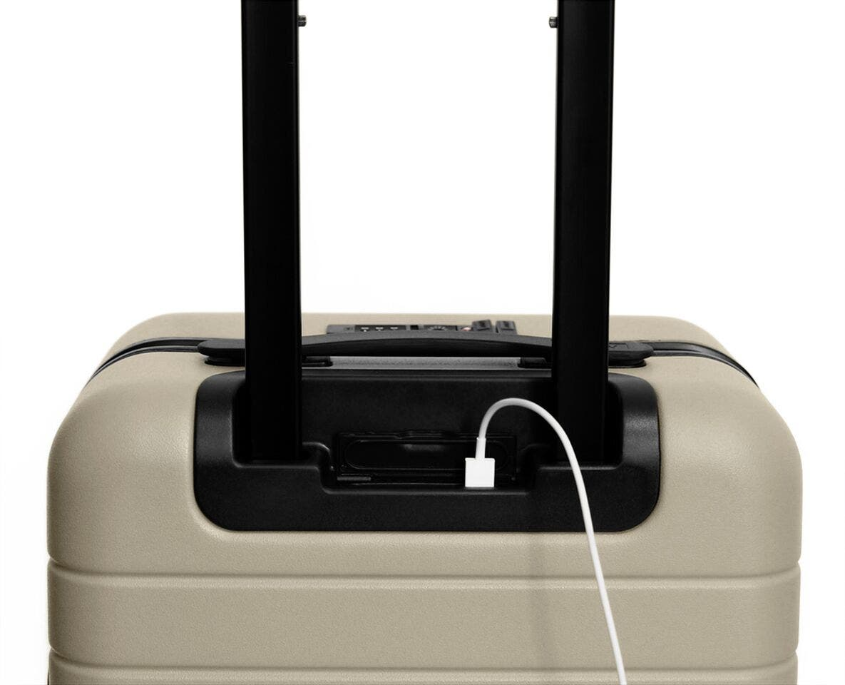 Video showing a finger pressing the battery to eject it from The Carry-On with Pocket in Sand